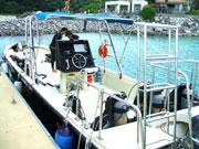 ブセナ沖のダイビングポイントまではボートで2,3分